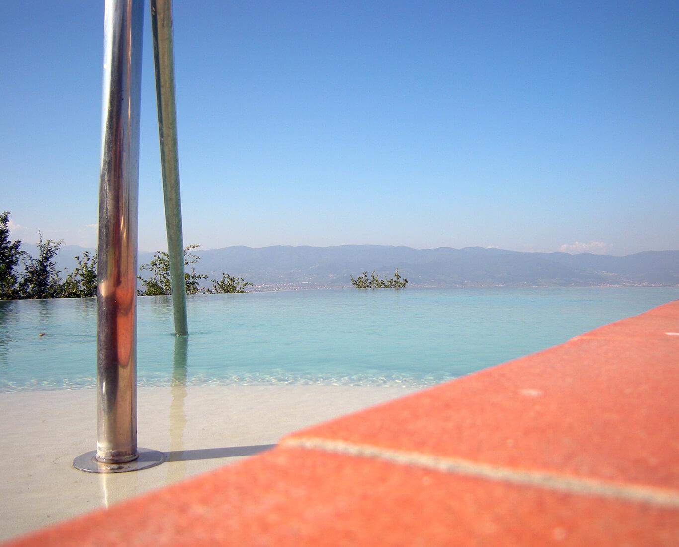 piscina bordo sfioro Borchi